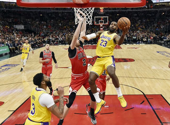 LeBron James triple double ile Lakers'ı uçuruyor
